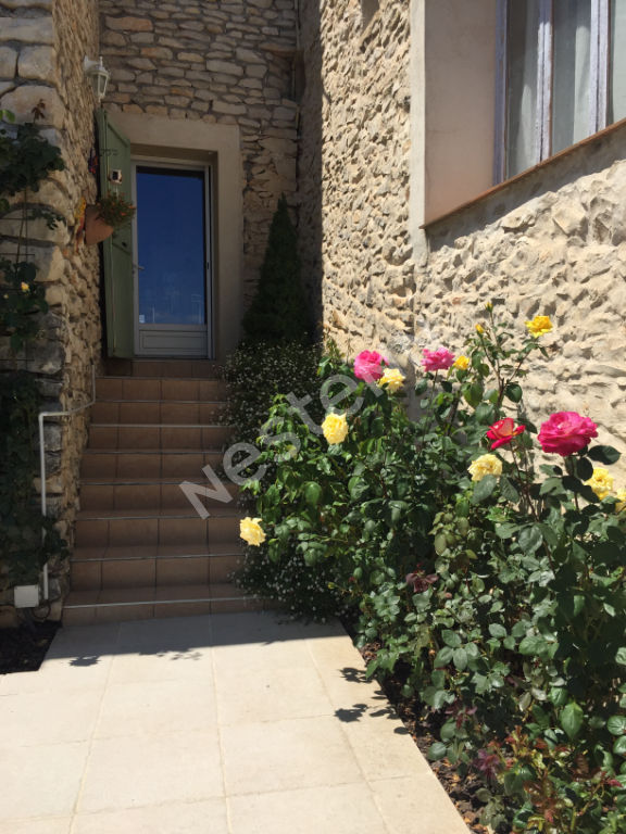 A vendre belle maison en pierre Mallefougasse