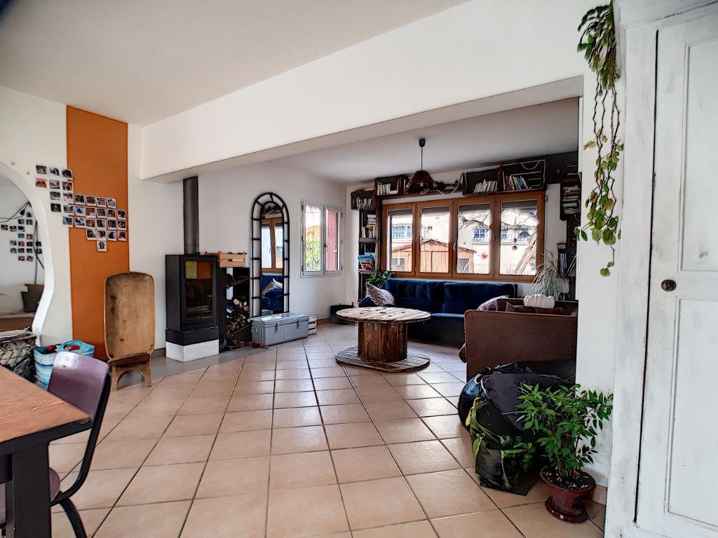 A vendre Maison  6 pièces à Sisteron dans quartier résidentiel