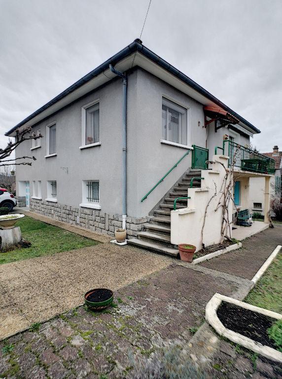 A vendre maison de caractère à Laragne-Montéglin