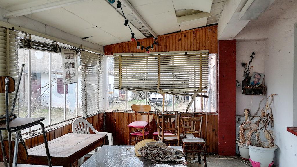A vendre à Sisteron maison de plain-pied, nombreuses dépendances