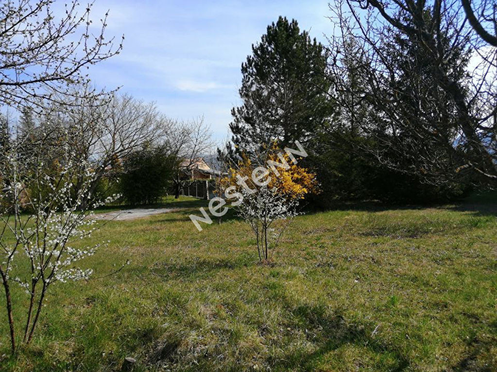 A vendre Terrain constructible clôturé à 10 min de Sisteron