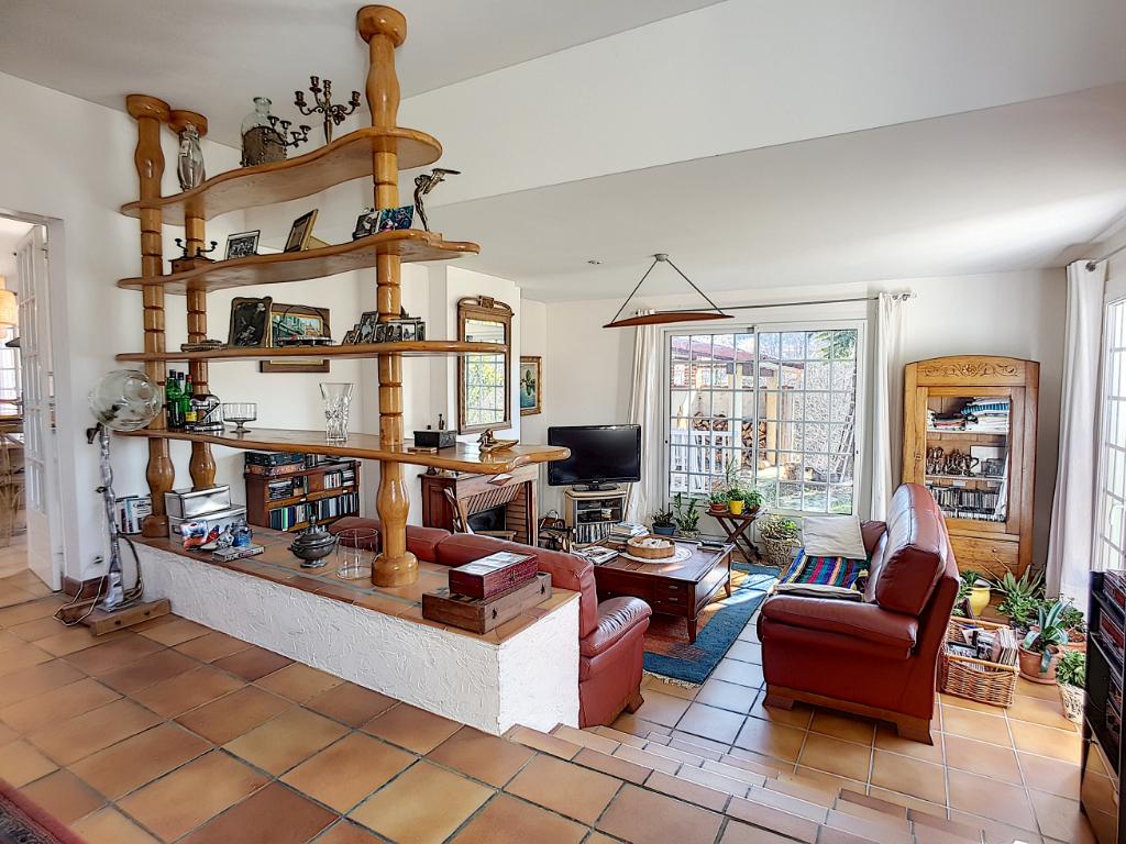 Maison CASTANET TOLOSAN T7 AVEC PISCINE ET SOUS SOL  A VENDRE