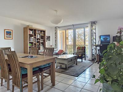 Ramonville Saint-Agne. Appartement 4 pieces en dernier etage avec terrasse et deux garage a vendre.