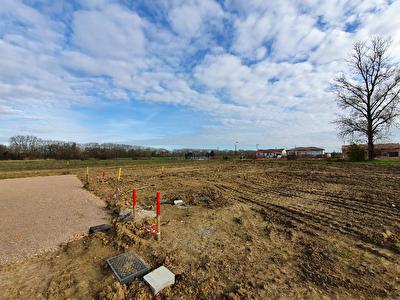 Terrain constructible entierement viabilise de 920m2 a vendre a Pechabou