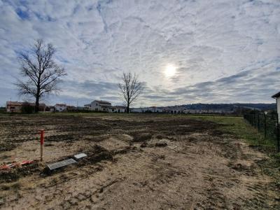 Terrain constructible entierement viabilise de 1147m2 a vendre a Pechabou