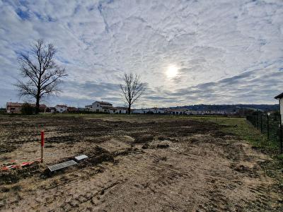 Terrain constructible entierement viabilise de 1185m2 a vendre a Pechabou