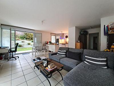 Exclusivite Nestenn Immobilier. Appartement 3 pieces en rez-de-jardin avec parking a vendre dans une residence securisee au centre-ville de Castanet-Tolosan