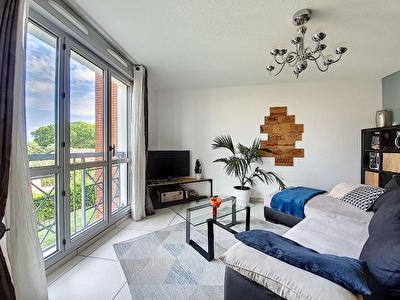 Exclusivite Nestenn Immobilier. Sur les hauts d'Auzeville-Tolosane. Appartement a vendre 3 pieces de 70m2 entierement renove avec deux terrasses et garage en sous-sol
