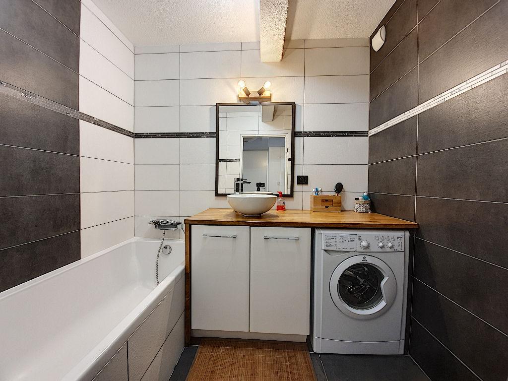 Exclusivité Nestenn Immobilier. Sur les hauts d'Auzeville-Tolosane. Appartement à vendre 3 pièces de 70m² entièrement rénové avec deux terrasses et garage en sous-sol