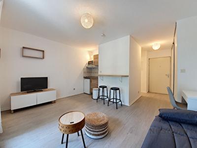 Castanet-Tolosan. Dans une residence securisee avec piscine et tennis. Appartement T1 de 25m2 a louer avec parking.