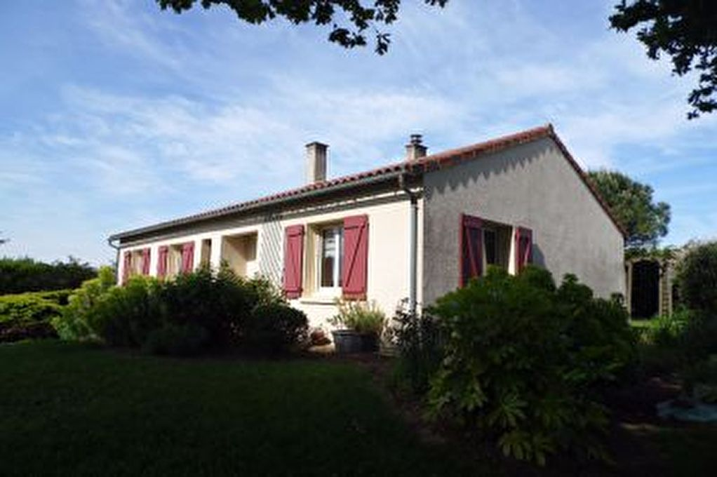 Maison PLAIN PIED avec 3 chambres et terrain de 2798 m2  D3180