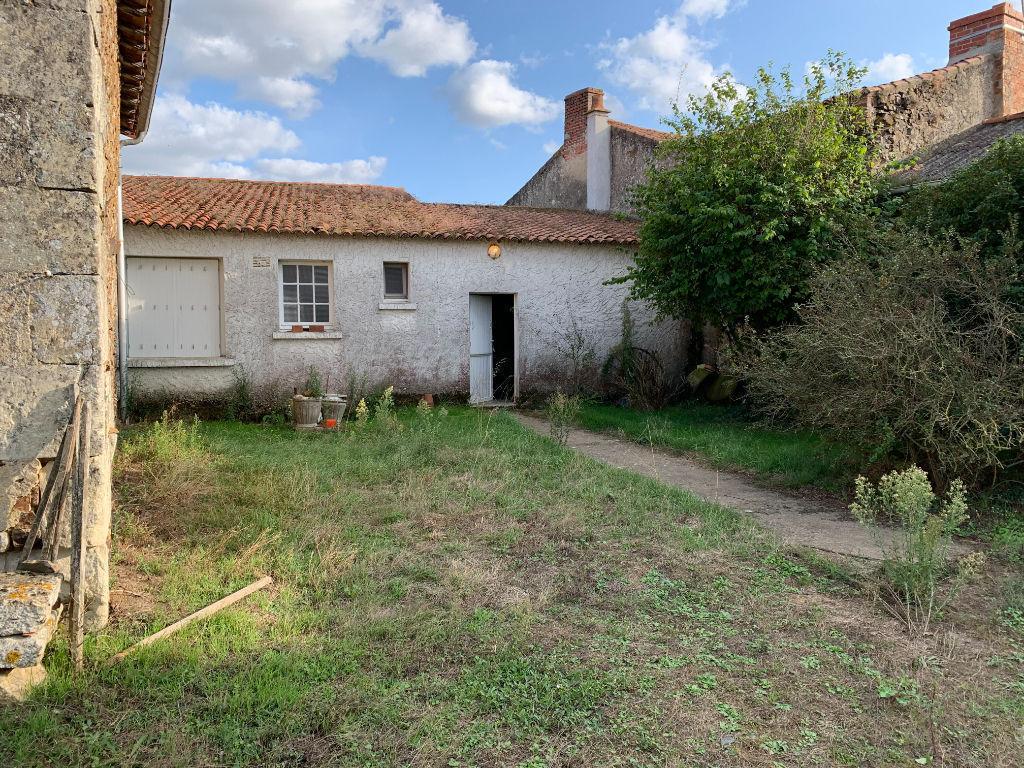 Maison de plain pied Saint Pierre A Champ D4907