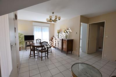 Appartement au rez de chaussee T3 bourg d'Elven 57.70 m2