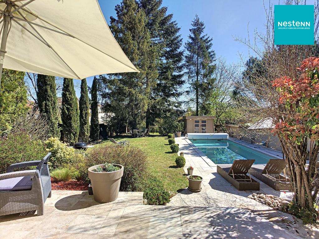Maison Bourgeoise des années 30 de 180 m² hab + studio ind de 25 m²  + piscine