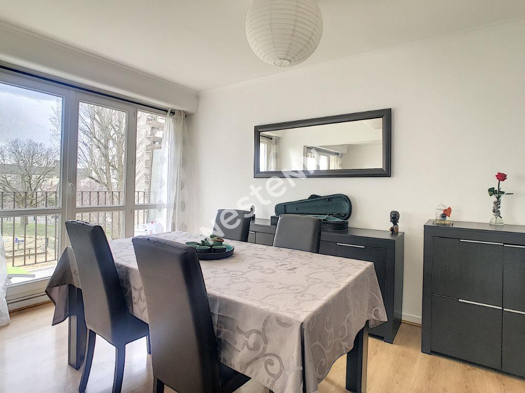 Appartement Le Plessis-Bouchard 4 pièces 77.07 m2 proche commerces et écoles