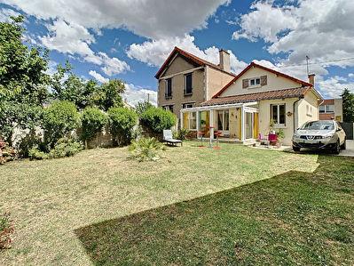 ARGENTEUIL, maison de 85.76m2 edifiee sur sous-sol total et 381m2 de terrain