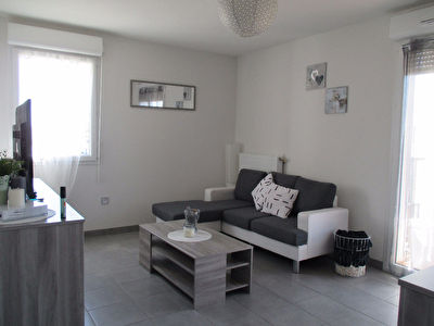 Appartement T3 59 m2 au 1er etage avec balcon et place de parking a Seysses - G576-LC