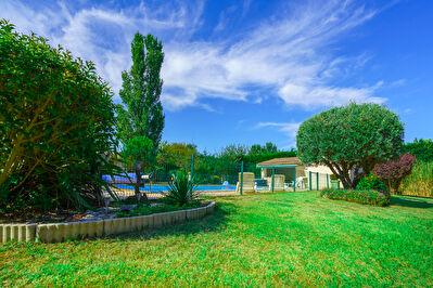 Sud de Toulouse-  Grande maison 5 chambres avec piscine, pool house , dependance et parc arbore