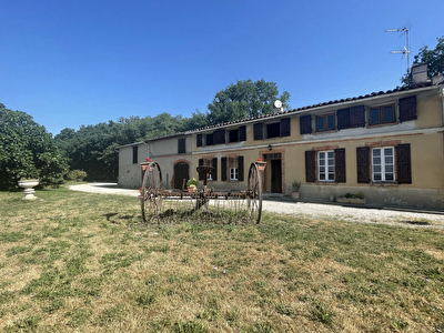 A VENDRE - A 30 minutes de Toulouse - Charmant corps de ferme avec grand terrain d'un hectare