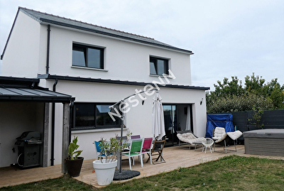 Maison contemporaine - 8 pieces, 160 m2 - THEIX (56450)