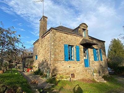 Questembert, 3 chambres, proche centre au calme d'un hameau, 800 m2 terrain