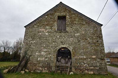 Maison pierre a renover PLUHERLIN
