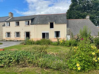 Morbihan, Bretagne sud, grande maison 135 m2  avec potentiel, 1100 m2 de terrain, dependances.