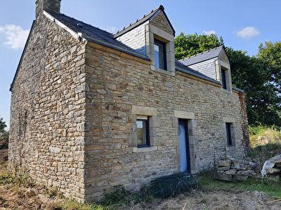 Maison en pierre a finir de renover dans un hameau proche de Peaule