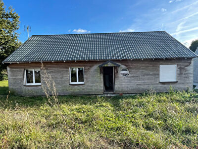 Plain pieds, centre bourg, 97 m2 , poss 3 chambres, ossature bois a finir.