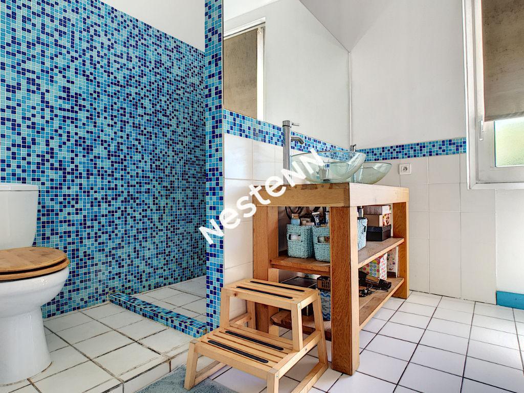 Maison pierre Talence 6 pièce(s) 4 chambres plus bureau jardin piscine proche bordeaux