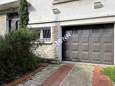 Talence Suzon, a 16 minutes du TRAM ROUSTAING maison ART DECO de 160m2 environ avec garage