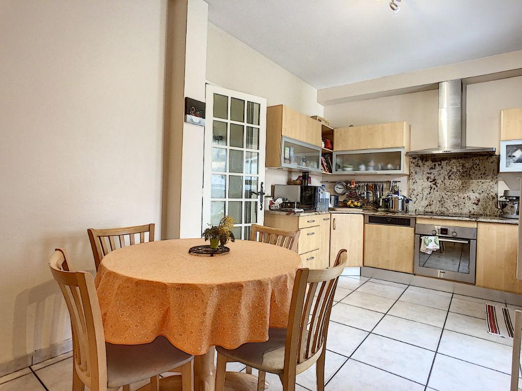 Maison a vendre de plain-pied Pessac 6 pièce(s) 143,83 m2