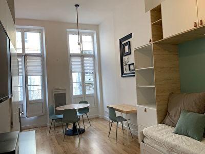 Au coeur des chartrons-agreable appartement d'une piece meuble
