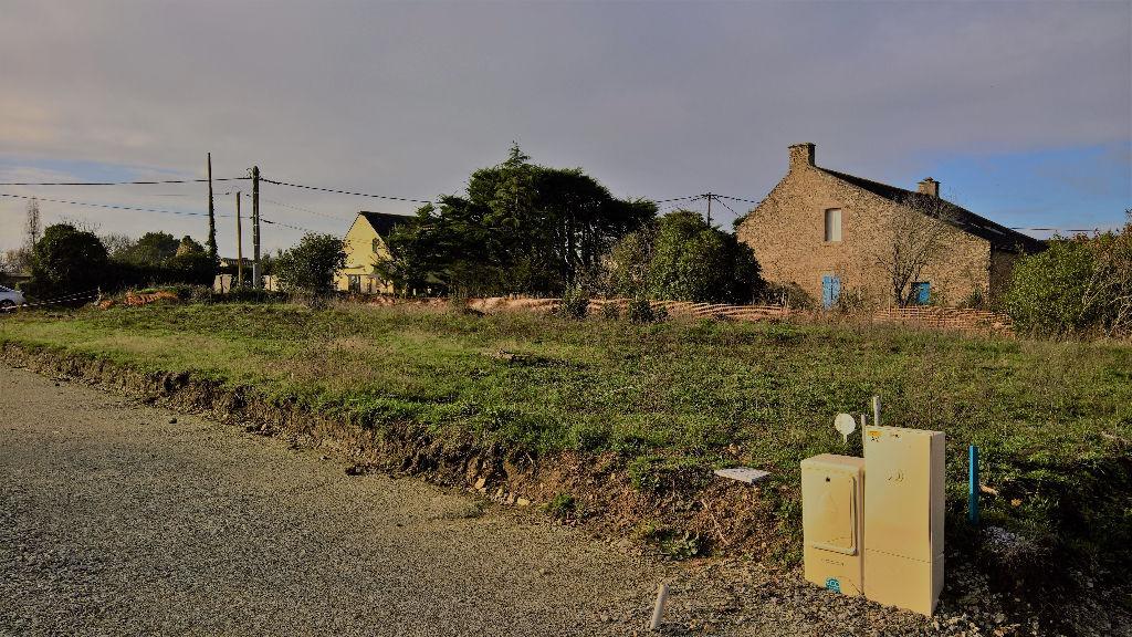 photos n°1 A proximité du bourg de ST ARMEL, beau terrain rare sur le secteur.