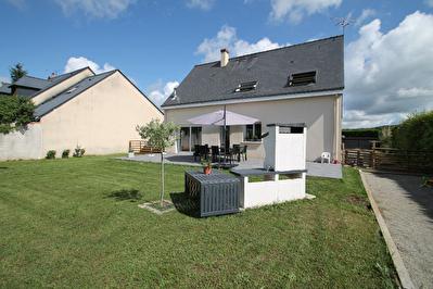 Maison recente, 4 chambres, salon-sejour avec cuisine ouverte, jardin de plus de 1000 m2