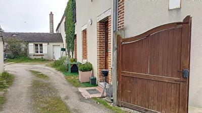 Maison mitoyenne 93 m2 construction 1900, terrain 1000 m2, JOUY-LE-POTIER- A LOUER-