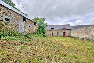 Maison en pierres a renover en campagne