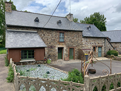 Maison en pierres , en campagne et proche du bourg PLENEE JUGON