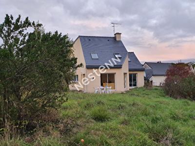 Maison d'environ 130 m2 + terrain constructible LE GOURAY