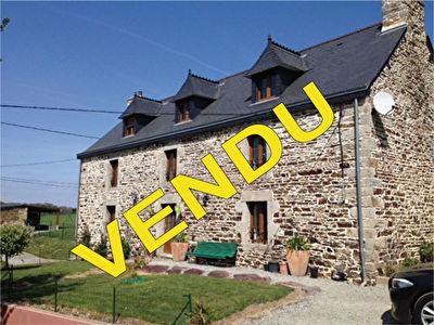 Tres jolie maison en pierres de 9 pieces a Lanouee (56120)