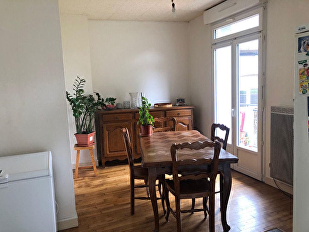 Appartement  de 4 pieces a Ploermel (56800)