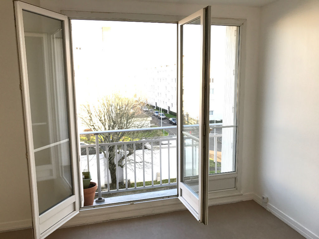 reze chateau appartement t4 proche tram et commerces. Black Bedroom Furniture Sets. Home Design Ideas