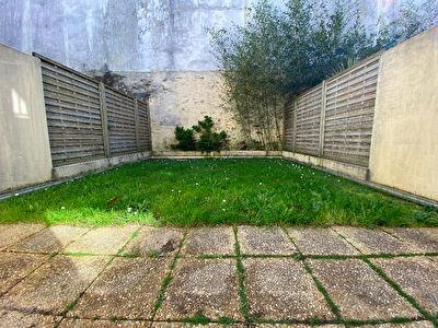 Ile de Nantes : Maison en copropriete avec jardin et garage double