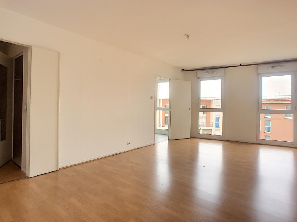 photos n°1 Appartement Elancourt 1 pièce(s)