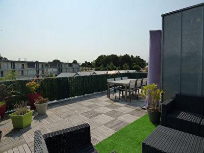 Orvault Bourg : Au dernier etage, superbe T4 de 3 chambres, cuisine toute equipee, lumineux donnant sur grande terrasse Sud, 2 places de parking securises !