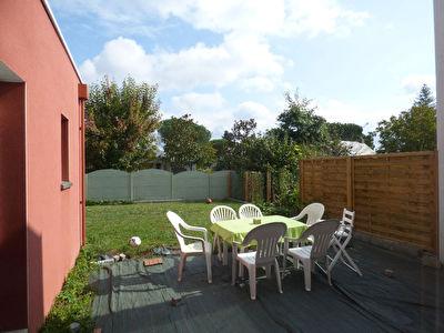 Orvault :  Maison recente proche Bourg, 5 chambres avec vie de plain pied, jardin et garage.