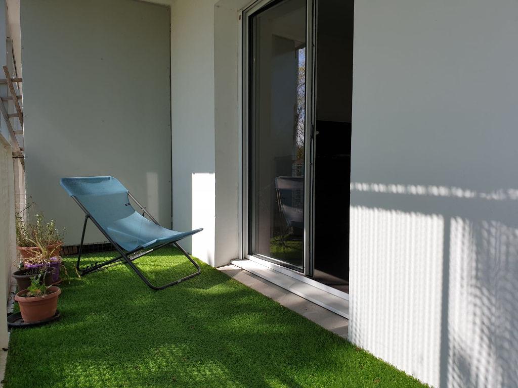 Nantes Nord : Exclusivité ! Bel appartement T3 exposé Sud, à deux pas de l'arrêt de tramway René Cassin, 2 chambres, pièce de vie sur balcon, parking.