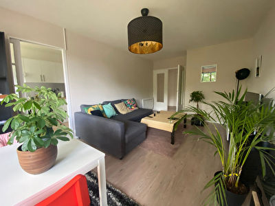 Nantes Bourgeonniere : Appartement T3 proche tramway, 2 chambres, balcon et parking.