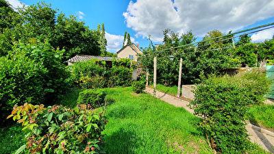 SOUS COMPROMIS Saint Etienne De Montluc : Exclusivite ! Maison 2 chambres, renovee avec gout, possibilite d'evolution, jardin clos.