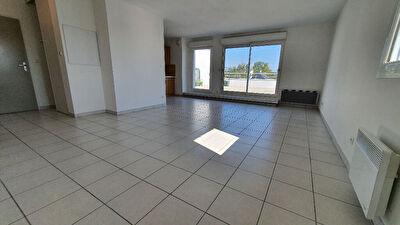 Orvault Haute Vallee : Exclusivite ! Beaux volumes pour ce bel appartement 4 chambres, piece de vie lumineuse, une terrasse epoustouflante, garage, parking exterieur ! Proche toutes commodites.